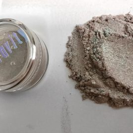 NEW! 0% Gravity loose eye pigment / hilighter